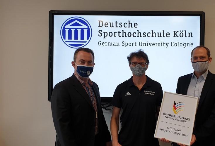 Ab sofort Kooperationspartner (von links): Volker Lauer (OSP-Leitung), Hans Braun (Abteilungsleiter Sporternährung, Institut für Biochemie der DSHS) und Prof. Dr. Mario Thevis (Leiter des Instituts für Biochemie der DSHS)