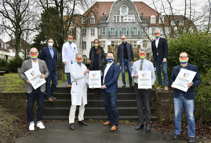 Vorne von links: Prof. Dr. Rudolf Leuwer, Prof. Dr. Melchior Seyfarth, Volker Lauer, Prof. Dr. Clayton N. Kraft und Dr. Holger Raphael.  Hinten von links: Dr. Sven Pieper, Prof. Dr. Erol Gercek, Anna Berrischen, Dr. Klaus Findt, Dr. Friedrich Teikemeier